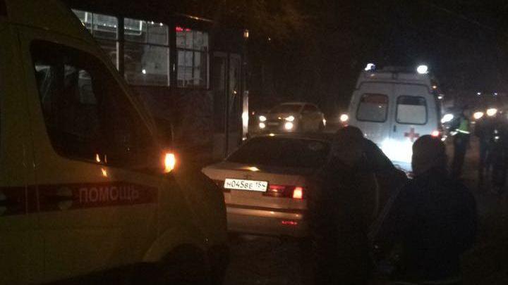 Водитель без прав сбил двух девушек на «зебре», бросил машину и сбежал