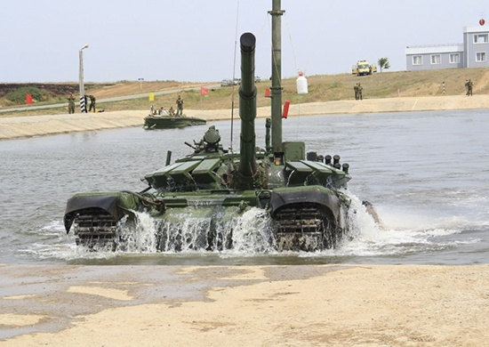 Под Волгоградом танки проехали под водой