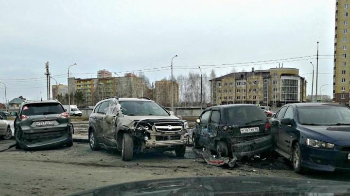 Пьяный водитель, разбивший в Зареке 13 машин, заплатит 300 тысяч