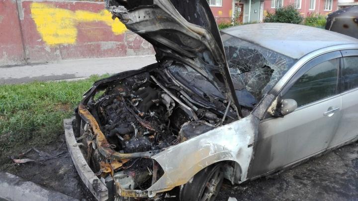 В Кировском районе подожгли припаркованный «Ниссан»