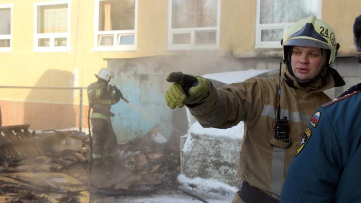 В МЧС назвали предварительную причину пожара в БСМП-1