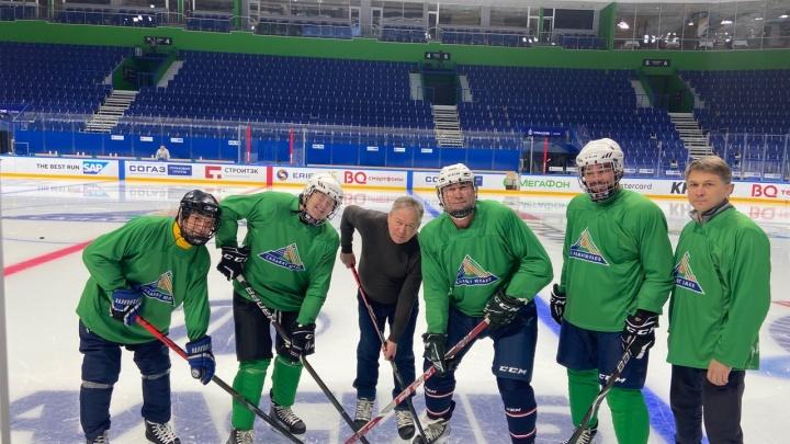 Даже мэр играет: в Уфе чиновники организовали свою хоккейную команду