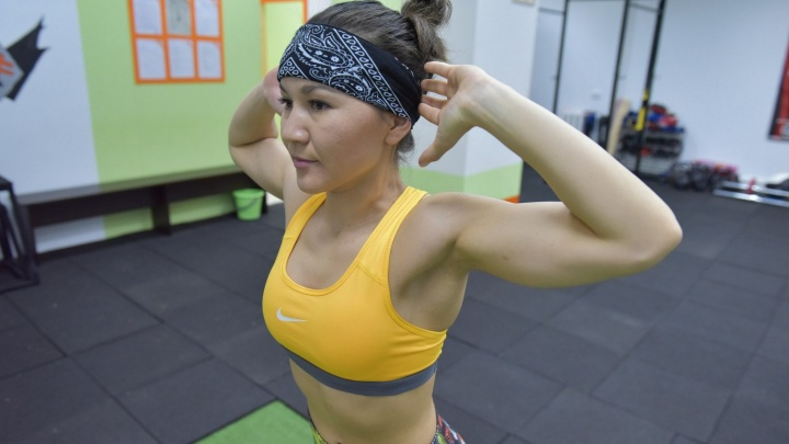 Видео: молодая сибирячка поставила рекорд по отжиманиям