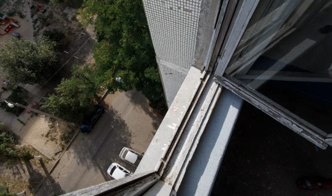 В Волжском осудили мать, 10-месячный ребенок которой разбился насмерть при падении из окна