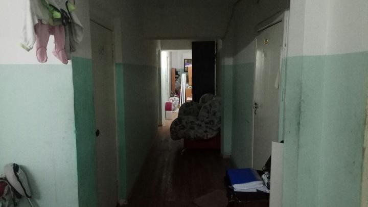 Следователям поручили проверить органы опеки в Красноярске после смерти выброшенного из окна ребёнка