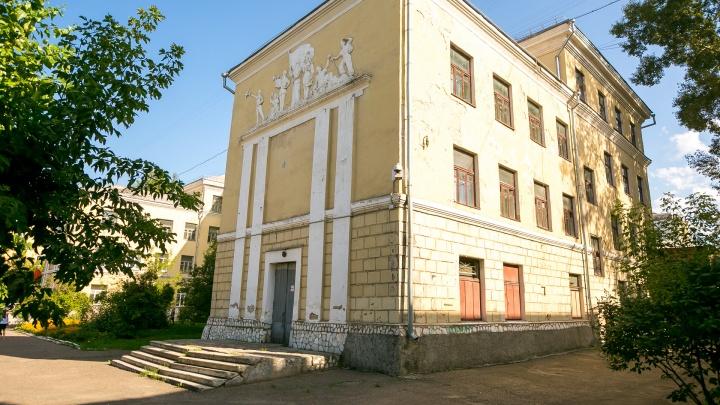 История закрытой школы на Свободном: здесь гордятся атмосферой и зданием, но ждут ремонта 61 год