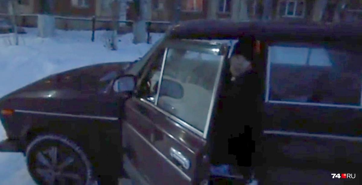 Водитель ВАЗ-2106 в грубой форме потребовал его не снимать