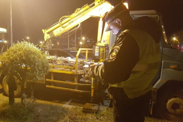 19 машин сотрудники ГИБДД отправили на специализированные стоянки