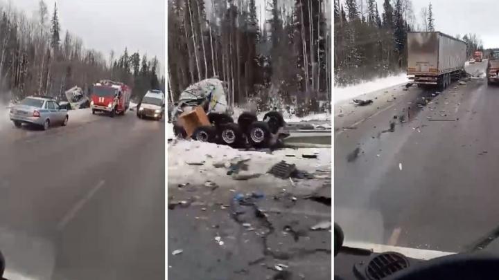 Обломки по всей дороге: в Уватском районе столкнулись две фуры. Есть погибший