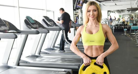 Качаем мышцу с девчонками-чемпионками: уральские бодибилдерши тягают железо на зависть мужикам