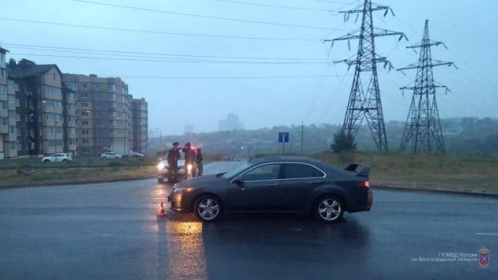 Папа не уберег: в Волгограде пятилетняя девочка оказалась под колесами Honda