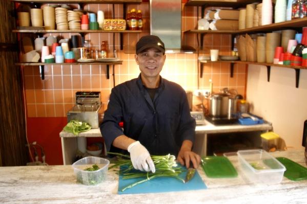 Шеф-повар и совладелец сети Mr Pho Bo — выходец из Вьетнама