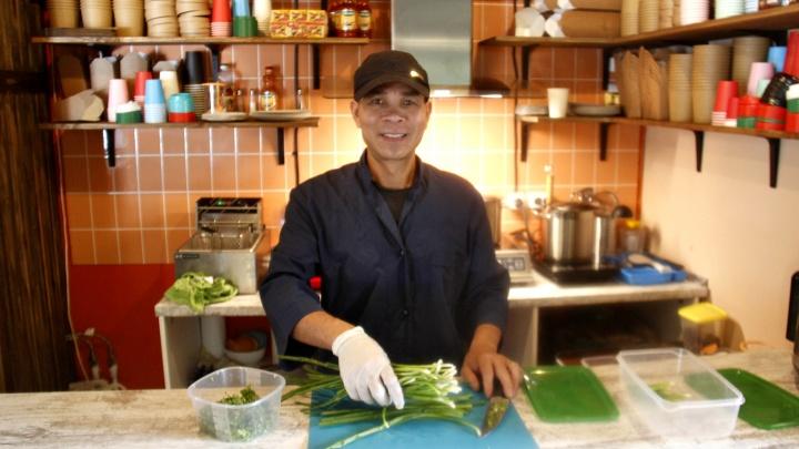 Российско-вьетнамская семья открыла закусочную на Красном проспекте