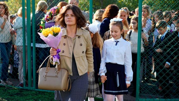 «Весь вечер голубей вырезала»: первый рабочий день омской учительницы