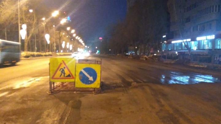 Из-за коммунальной аварии частично перекрыли движение на Ново-Садовой