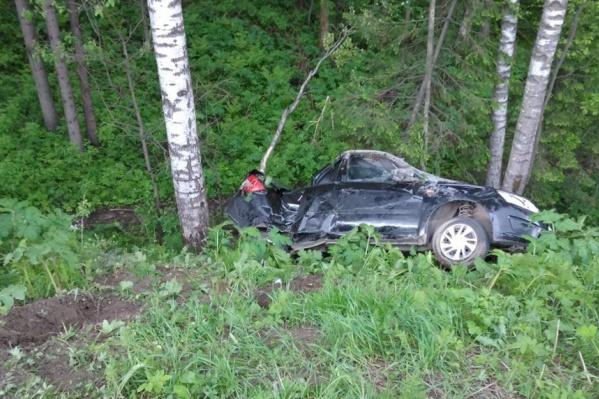 После столкновения Lada Granta улетела в кювет. Одна пассажирка скончалась на месте, вторая — через месяц