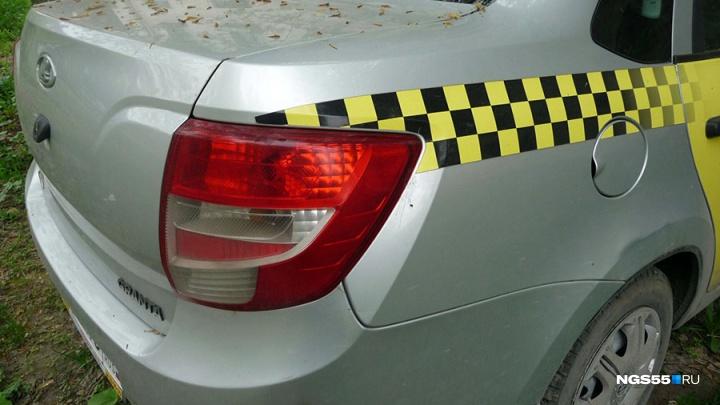 Грабитель с ножом напал на таксиста и уехал на другом такси