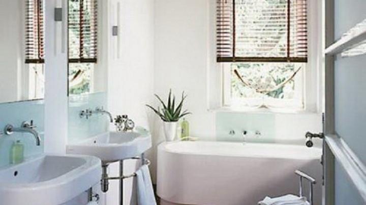 Почти тайное окно: застройщик предложил уникальное решение для ванных комнат