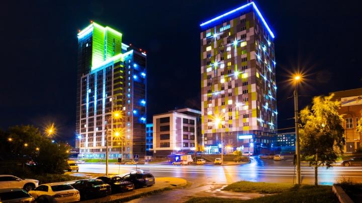 Башни над рельсами: в Новосибирске достроили апартаменты JET — люди тут буквально живут в офисах