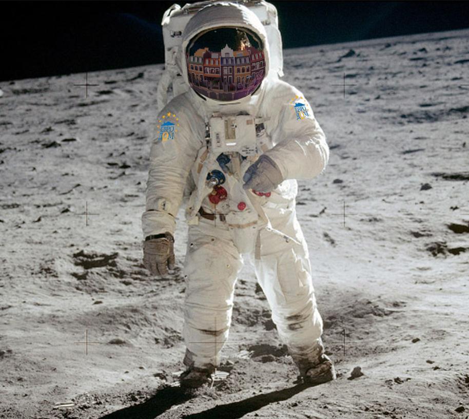 """Компания """"Евродом"""" готова строить дома на Луне"""