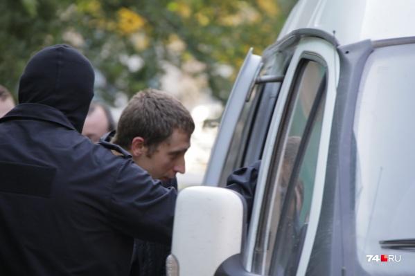 Обыски в штабе Навального на улице Пушкина длились больше пяти часов. После этого активистов увезли на «Газели»