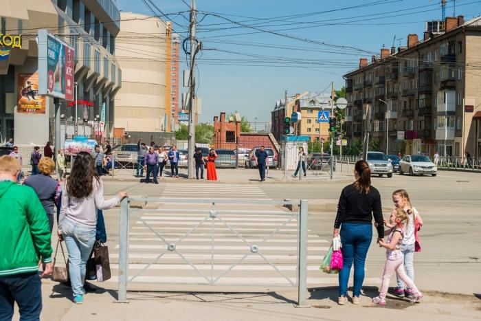 Ограждение появилось на переходе через улицу Гоголя у Центрального рынка