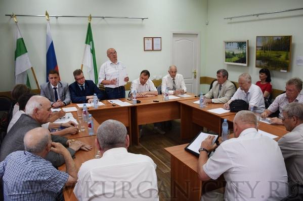 На встрече обсудили сотрудничество власти и руководства завода