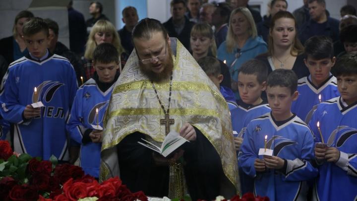 «Прощай, Паша, ты надежда наша»: Челябинск проводил в последний путь титулованного игрока «Трактора»