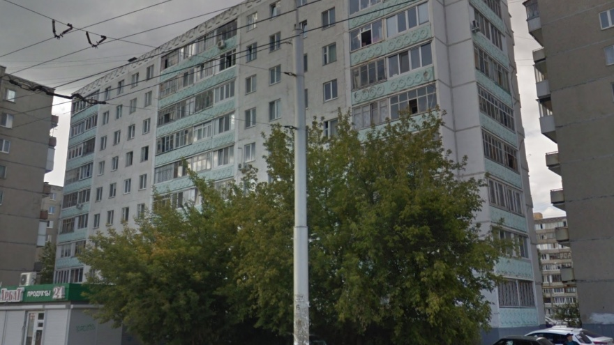 Пусть мама услышит: в Уфе спасатели полчаса дежурили под балконом, где заперся шестилетний ребенок