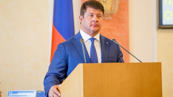 «Люди сушат бельё и ходят по пояс в траве»: мэр Ярославля потребовал выкосить весь город