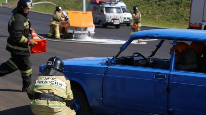 Красноярцы приняли учения МЧС за реальную аварию. Оказалось, проверяют готовность развязки у моста