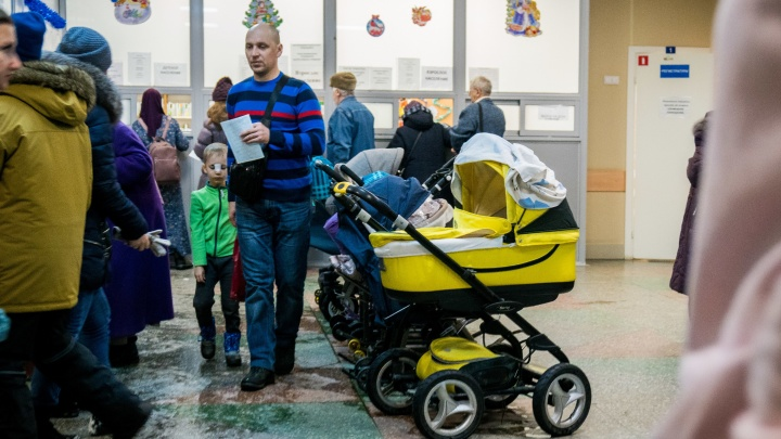 «Очереди там просто бешеные»: в поликлинике на МЖК — наплыв пациентов и конфликты в коридорах