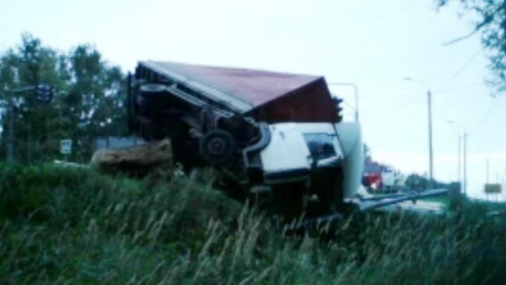 МАЗ не успел затормозить: водитель погиб на месте