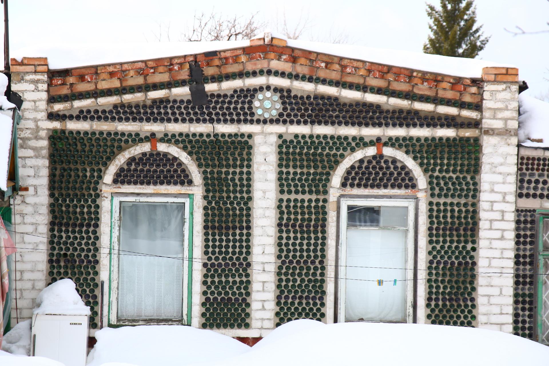 Самарец собирал стеклотару, чтобы построить дом для своей семьи