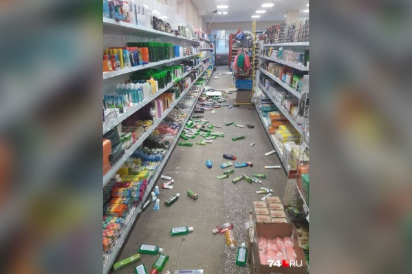 Сегодняшнее землетрясение оставило после себя в одном из магазинов Катав-Ивановска полный разгром