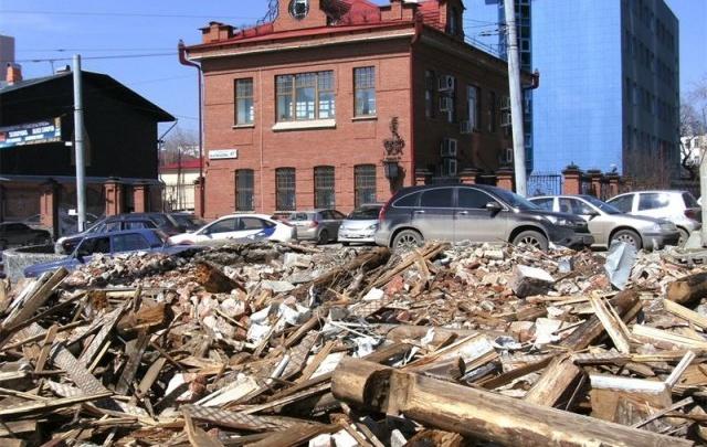 Старинный дом в Екатеринбурге защитили через 10 лет после его сноса: объясняем зачем