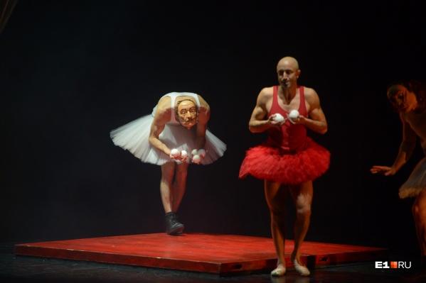 В шоу рассказывается о жизни художника-сюрреалиста Сальвадора Дали