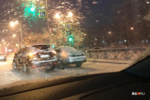 На перекрестке Московской и Волгоградской случилась авария