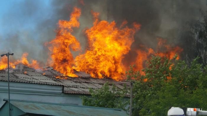 Пожар случился на площади 100 квадратных метров