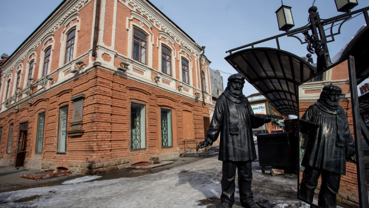 Портал в прошлое: любуемся удивительными дверями Челябинска и угадываем, куда они ведут