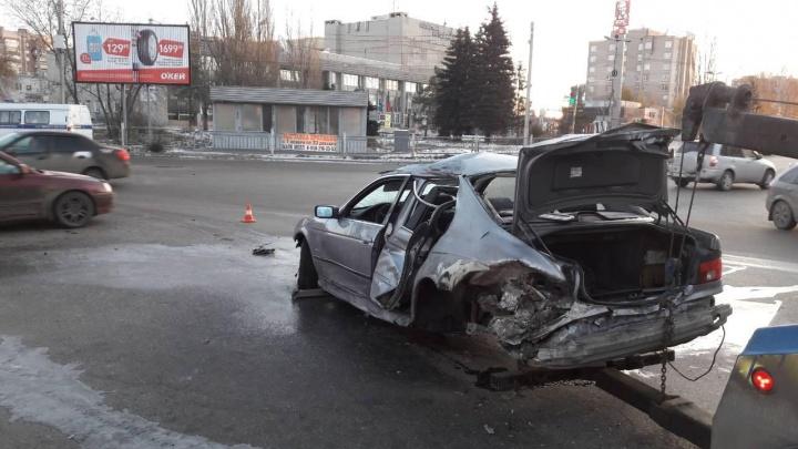 На улице Химиков водитель BMW насмерть сбил 20-летнего омича