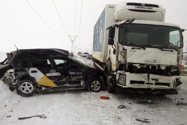 Водитель легковой машины умер в больнице
