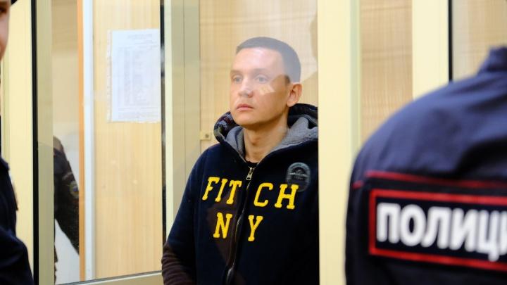 «Может оказать влияние на свидетелей»: суд на полтора месяца арестовал владельца отеля «Карамель»