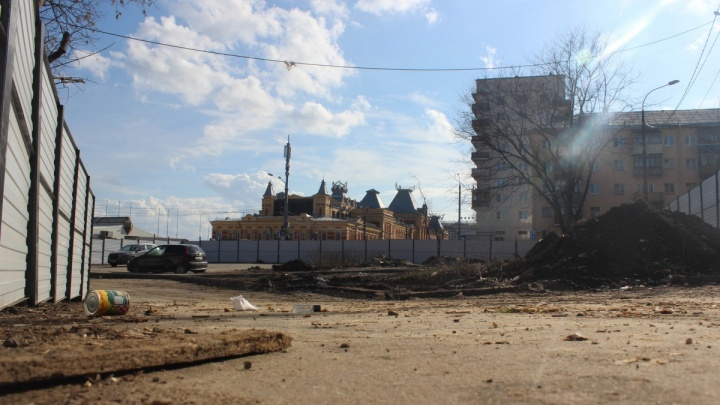 «Забор снести, оштрафовать». Строителей гостиницы на Мануфактурной обязали освободить территорию