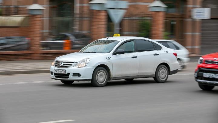Пассажирка оставила карту в такси и лишилась 30 тысяч. Водитель перевел деньги в компьютерную игру
