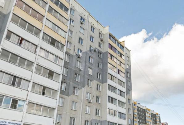 «Дома была одна»: в Челябинске из окна четвёртого этажа выпал ребёнок