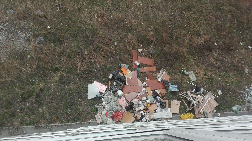 картинка мусор из окна промышленные котлы