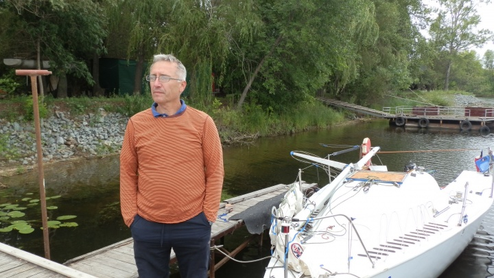 «Мачту переломило»: сызранская яхта попала в аварию с деревом на Волге