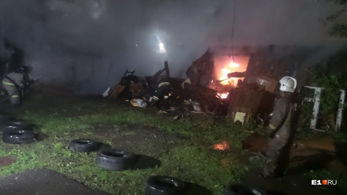 Пожарные успели спасти дом