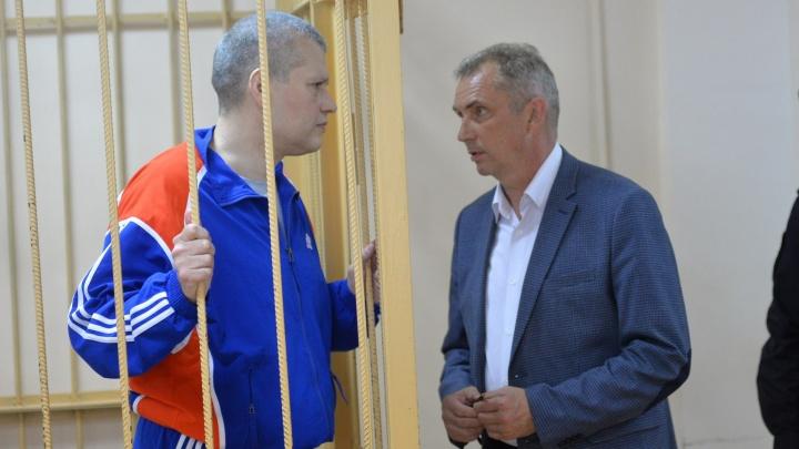 """""""С обвинением не согласен"""": в Екатеринбурге начали судить киллера, который стрелял в экс-главу УВД"""